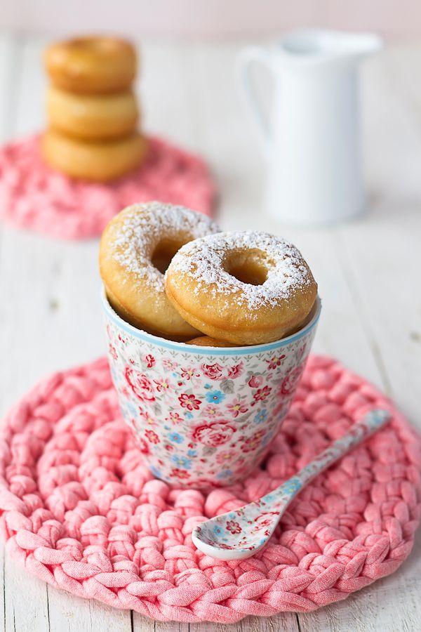 Taza y cuchara Malou White en http://www.quadrifoglio.es/menaje/470-cucharita-malou-white.html Los Tragaldabas: Donuts {Doughnuts by Lara Ferroni}