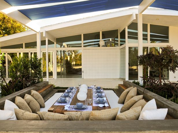 Outdoor Dining Room - Would love this for a formal informal outdoor dinner party w/ my closest friends!