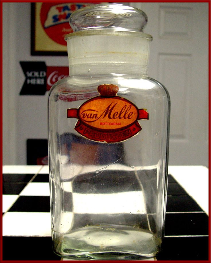 beautiful Van Melle candy jar. circa 1920. Co. started in 1900, Merged with Perfetti in 2001 to become Perfetti Van Melle. You might know the better as the makers of Chupa Chups, and Mentos !!!