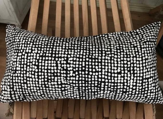 Black pleated lumbar pillow Bench