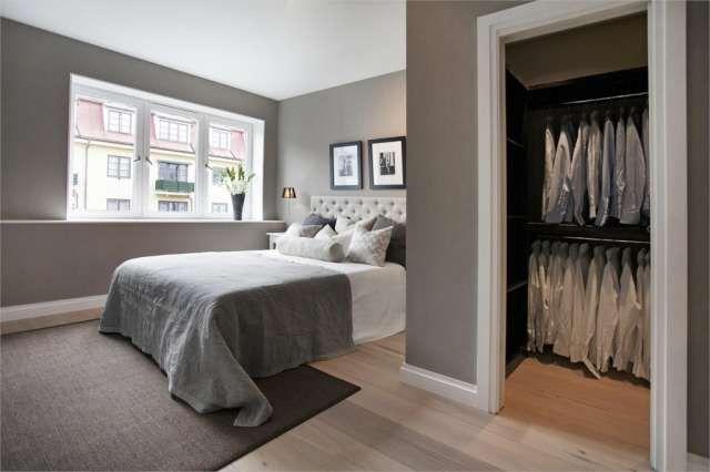 Bedroom + walk in closeth