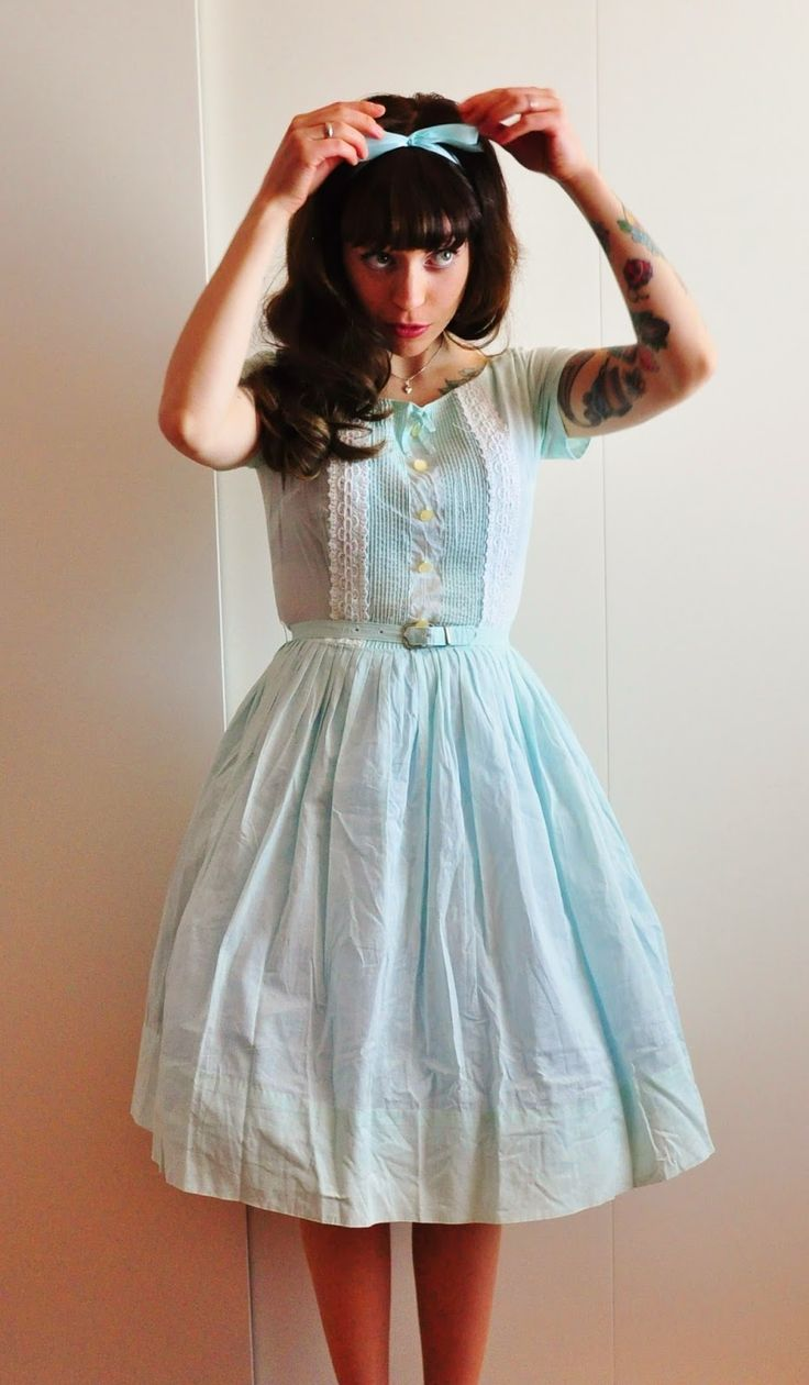 This is adorable! Rockabilly Lovin! :: Retro fashion:: 50s ::Vintage Hairstyles:: Rockabilly Style