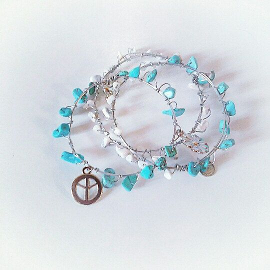 Boho >peace sign< bangles set, with blue and white beads in 3 different designs. The set is one size and includes 3 bangle bracelets.