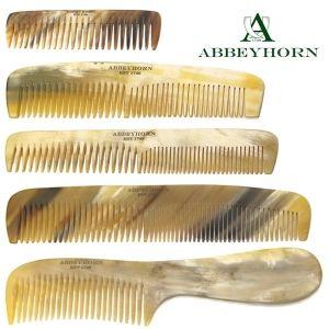Des peignes en corne naturelle pour des cheveux en bonne santé! Véritables objets de luxe, les peignes en corne Abbeyhorn sont fabriqués à la main dans le nord ouest de l'Angleterre. Reconnue pour son savoir faire et la qualité des objets aux finitions soignées, la manufacture Abbeyhorn perpétue depuis plus de 250 ans la tradition du travail minutieux de la corne. Chaque pièce est unique. #peigne #british #handmade #abbeyhorn #luxe #cheveux #soin #beauté #naturel #haircare…