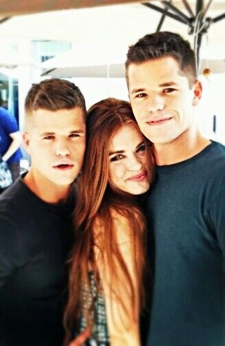 Holland Roden in a Max and Charlie Carver sandwich! Lucky Girl!! :D