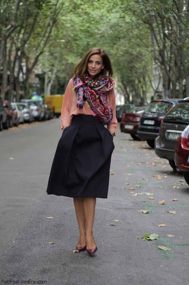 Style Guide: How to wear the mid-length skirt this spring?