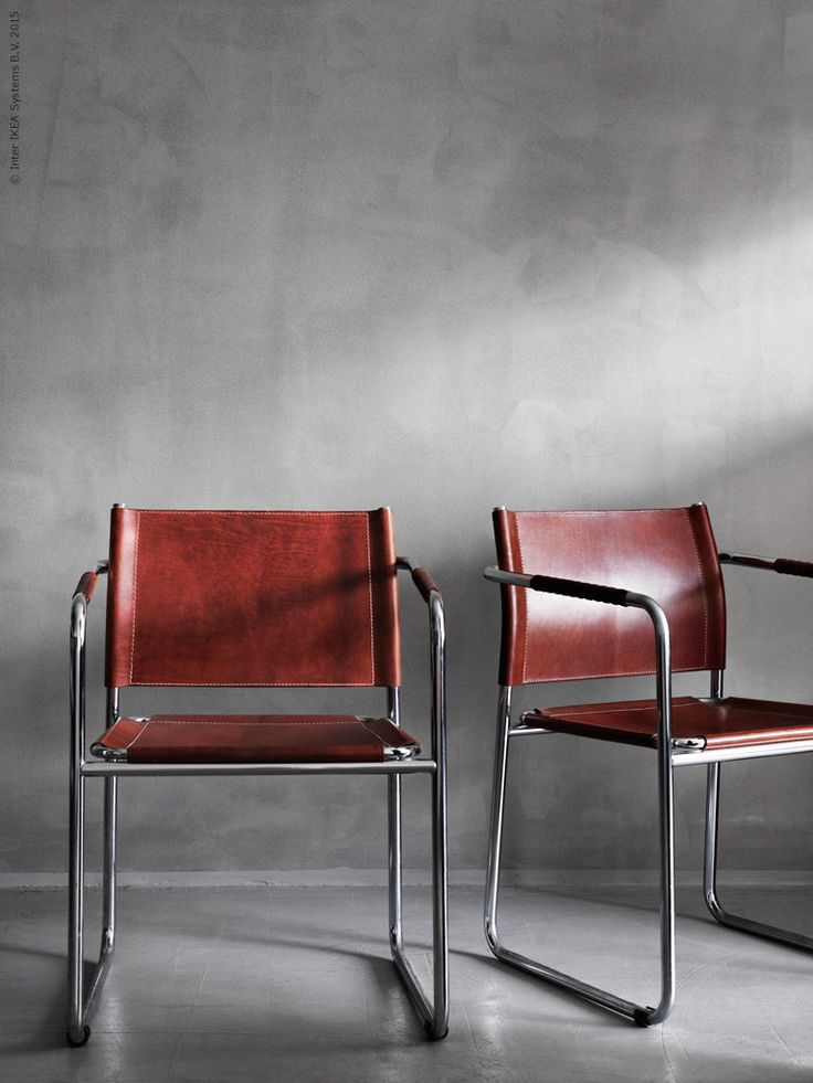 En vintagemöbel med riktig vill-ha stämpel är stolen AMIRAL från 1971 formgiven av Karin Moberg. Med mörkt skinn som bara får vackrare patina för varje år och fina detaljer som lindade läderhandtag är AMIRAL ett lysande exempel på design som håller över tid!