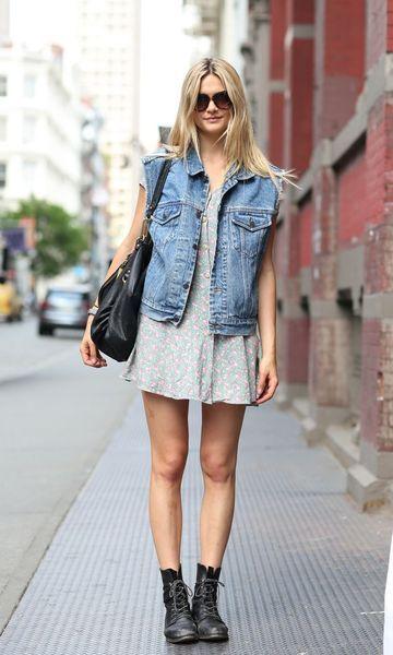 Look Colete Jeans + Vestido Cinza