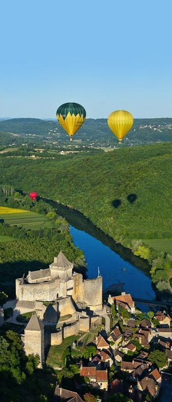 Perigord valley of the Dordogne, Castelnaud-la-Chapelle, the medieval castle of Castelnaud which houses the Museum of War in the Middle Ages, flying balloons