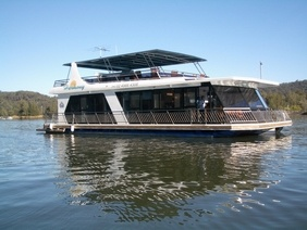 Ultimate 5 Star Spa Houseboat up to $4,000p.n. on the Hawkesbury...in my dreams.....