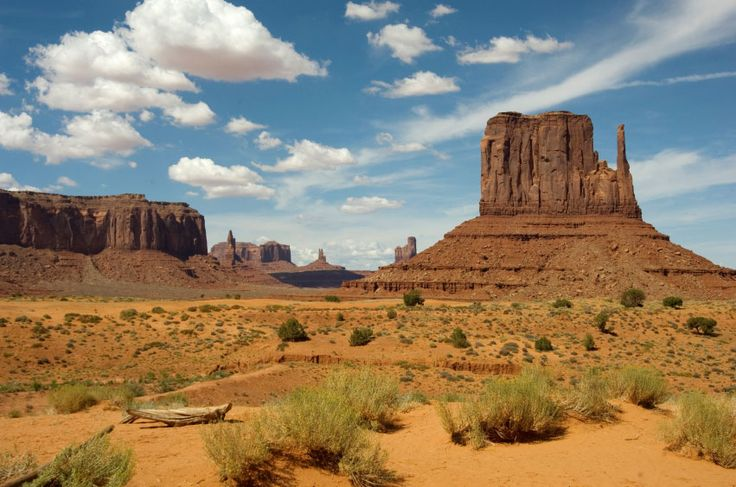 Monument Valley Arizona. Get Monument Valley lodging tips and find out why this scenic area is one of the best places to visit in the entire West.