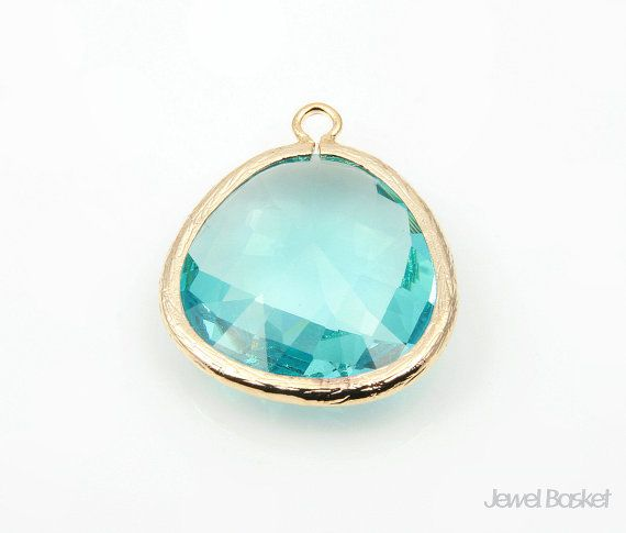 Aquamarine Glass and Gold Framed Pendant   - Highly Polished Gold Frame (Tarnish Resistant) - Aquamarine Color Glass - Brass and Glass / 24mm x 29mm  - 2pcs / 1pack #aqua #aquapendant #framedpendant #goldpendant #droppendant #necklacependant #aquadrop #aquagold