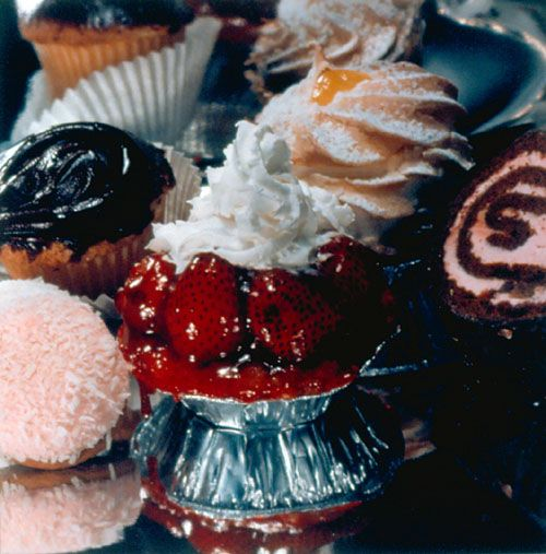 Strawberry Tart Supreme - Audrey Flack  Still life Photorealism 1974