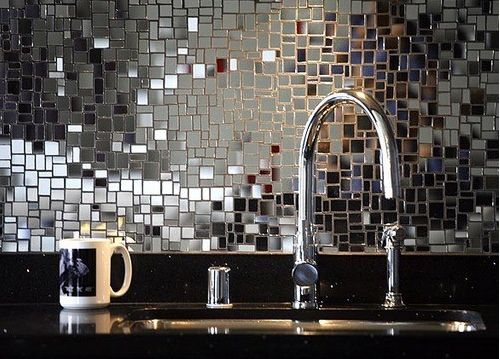 creative ways to paint your apartment | Your bathroom can also look better with a dramatic paint job (just ...