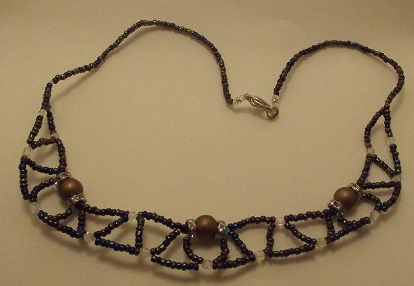 Collier en perles de rocaille et connecteurs ronds à strass cristal swarovski