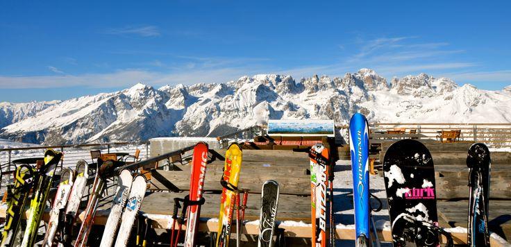 Piccola pausa al rifugio dopo una bella sciata in #Paganella