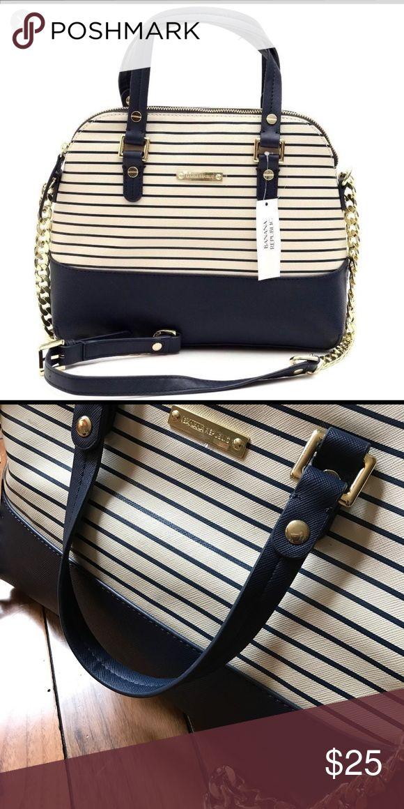 Banana Republic Shoulder/Handbag Like new!!!! Banana Republic super cute purse. Clean and like new. Banana Republic Bags Satchels