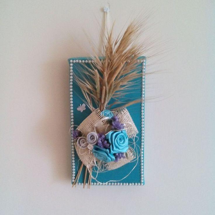 Quadro handmade con rose in raso, fiori in gomma crepla, perle e spighe secche