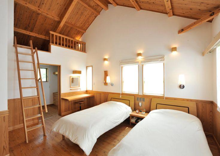 勾配天井が自然素材を感じられる、主寝室。#勾配天井