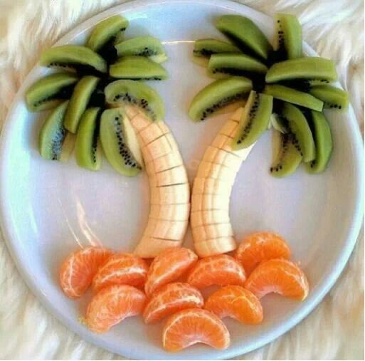 Cute fruit plate arrangement-great for fun backyard barbeques