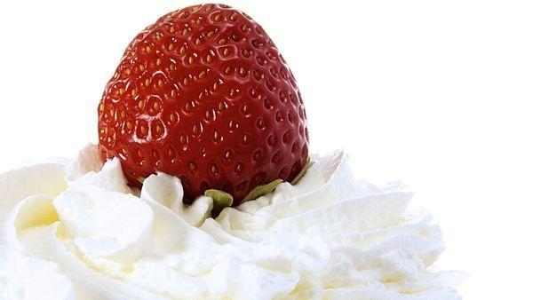 Čerstvé jahody se šlehačkou - veliká pochoutka