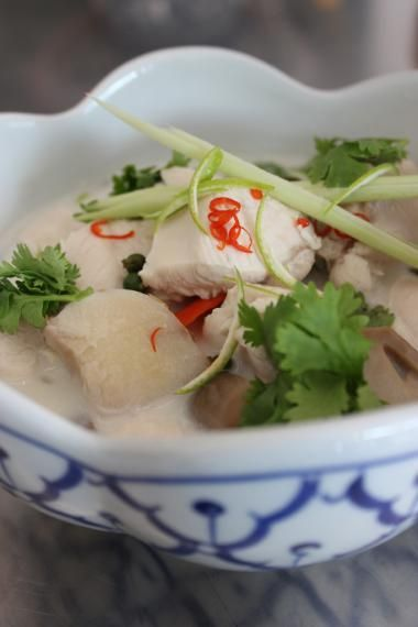 Kippensoep met Thaise kruiden en kokosmelk (bekijk video) - Njam Tv - Roger van Damme !