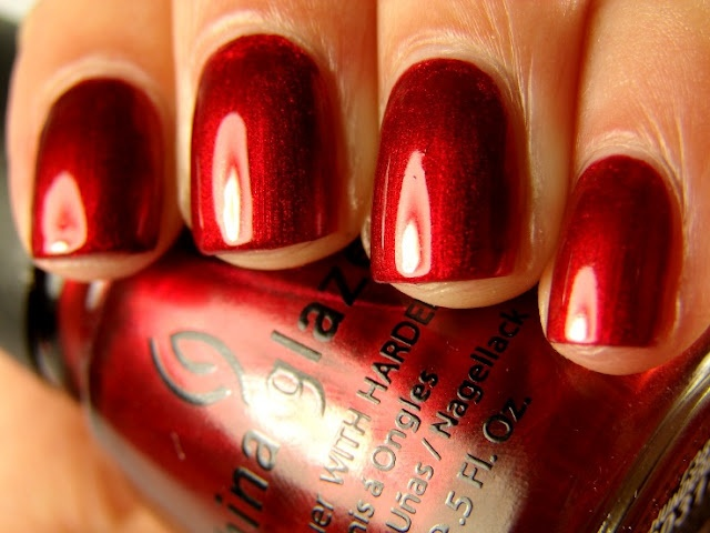 Beautiful red nails.: Candy Apples Red, Red Spam, Color, China Glaze, Christmas Nails, Makeup, Red Nails, Glaze Thunderbird, Bright Red