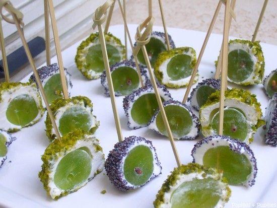 Bouchées apéritives chèvre raisin pistache ou pavot