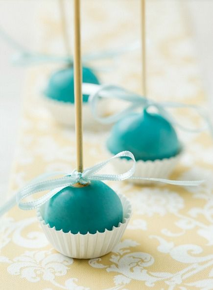 Bakerella's Basic Cake Balls