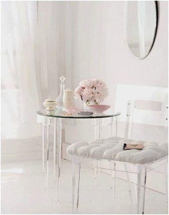 Cristal, blanco y rosa para lograr un espacio femenino http://blgs.co/0yVqkA