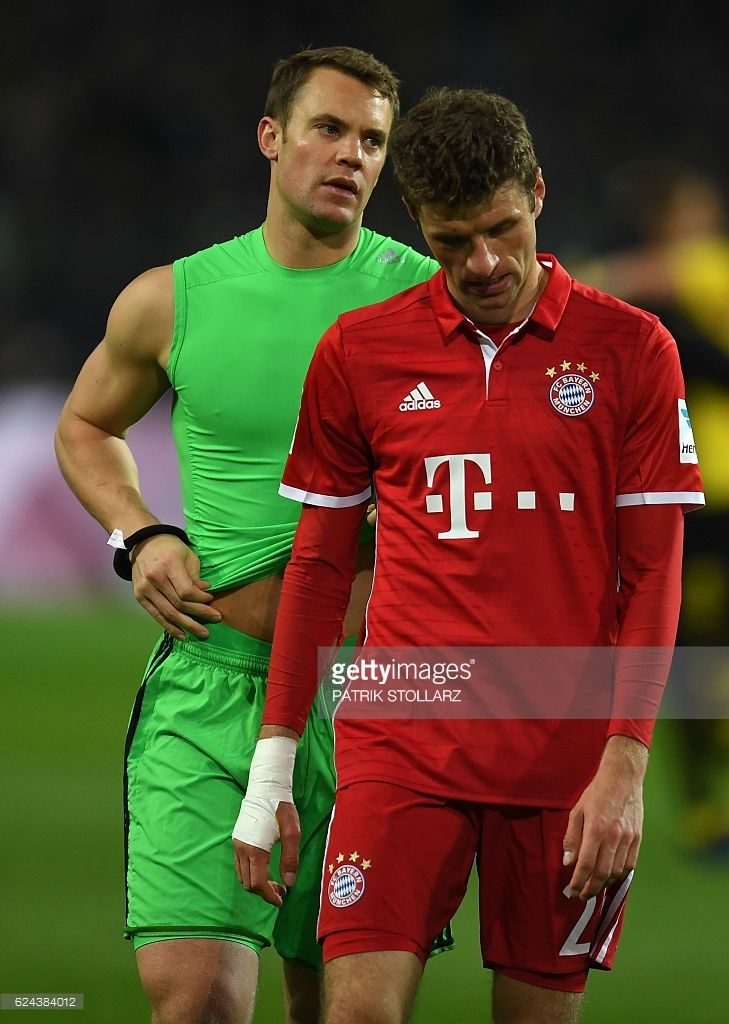 Bayern Munich's midfielder Thomas Mueller (R) and Bayern Munich's goalkeeper Manuel Neuer react after the German first division Bundesliga football match between Borussia Dortmund and FC Bayern Munich in Dortmund on November 19, 2016. / AFP / PATRIK