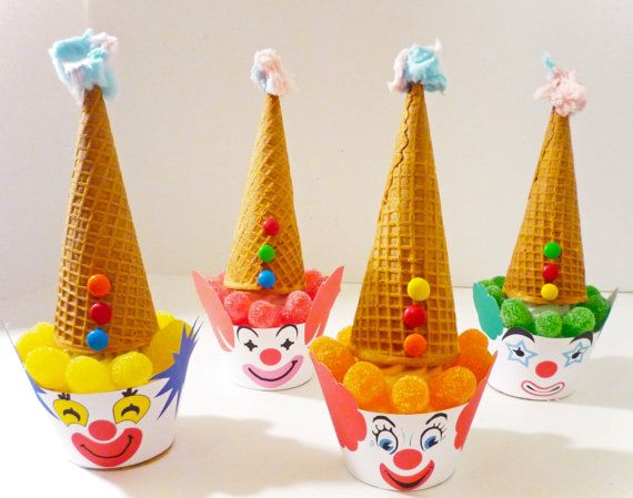 Vintage Circus Clown Cupcake WrappersFrom OpalandMae This listing is for Printable PDF. All items hand drawn by Opal & Mae to create a unique and