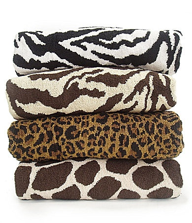 Leopard bath towels for the leopard bathroom.