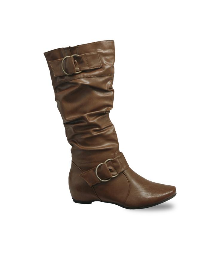 Si eres gordita, las botas sin tacón te ayudan visualmente a estilizar tu imagen. Ref. 082145 $149900