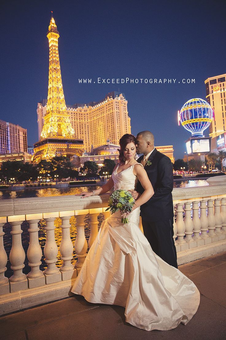 Las vegas strip elopement photos vegas wedding photos for Las vegas strip wedding photography