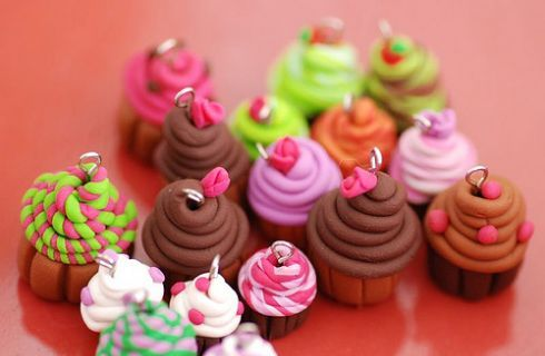 Cupcakes in pasta di mais: bracciali, segnaposti e bomboniere deliziose - Donnaclick