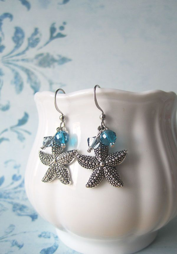 A pair of starfish earrings for that sun bath at the beach!!