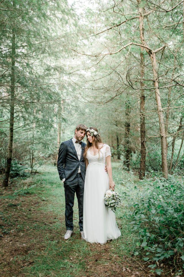 Credit: Jessica Fotografie - natuur, huwelijk (ritueel), bruid, hout, boom (plant), buitenshuis, liefde, park, bruidegom, romance (relatie), huwelijk (burgerlijke staat), jurk, landschap, vrouw