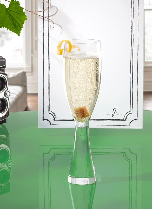 #Cocktail inspiration : Nou Year 1 oz #Gvine #Gin Nouaison 1 sugar cube 2 dashes grapefruit bitters Top with Champagne