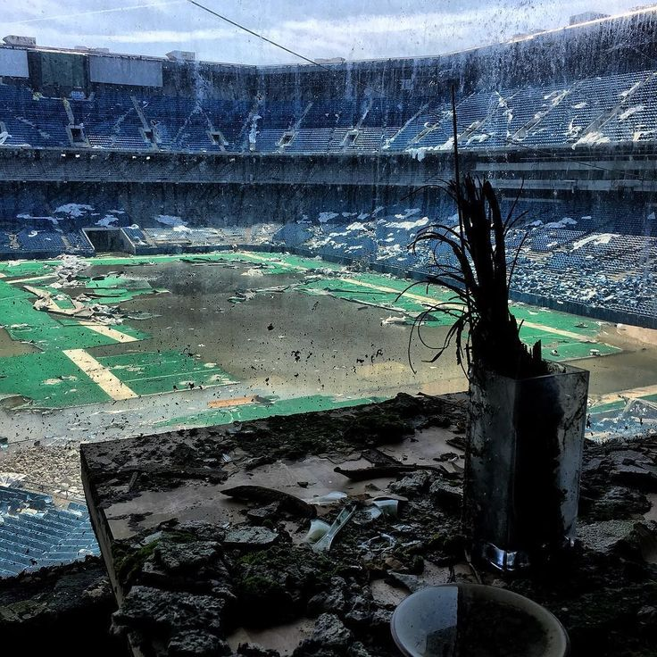 Excellent weekend of location scouting  exploring  adventures with good friends in the D.   Highlights include finally getting into the Silverdome before it's demolition in a few months.   #silverdome #april #explore #abandoned #decay #rot #beautiful #ugly #pretty #sad #michigan #detroithustlesharder #detroit #football #stadium #abandonedstadium #roomwithaview #urbex #rurex #iphone #enlight #ig_urbex #ruins #america #americandream #nightmare #vsco #vscocam #vip #perspective