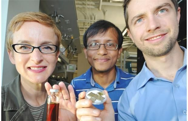A discovery by researchers at the University of Alberta could make solar power cheaper, more accessible by using nanoparticle-based 'ink' to make printable or spray-on solar cells.