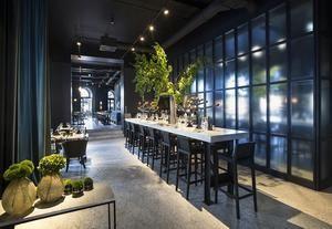 hotel-adriatic-arte-design-a-rovigno-sala-da-pranzo-con-interior-verdi-candelabro-tom-dixon
