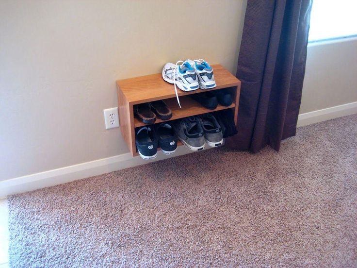 Diy tutorial diy dorm room crafts diy shoe shelf for Diy crafts for dorm rooms