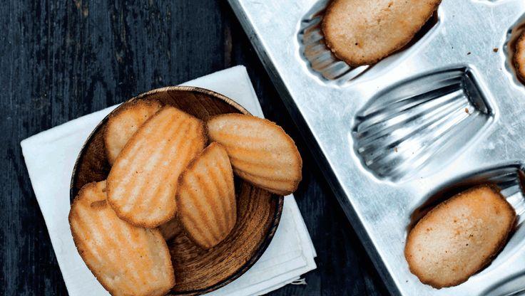 Madeleinekager er små franske kager der minder om sandkage. De bages i forme som muslingskaller. Få opskriften her