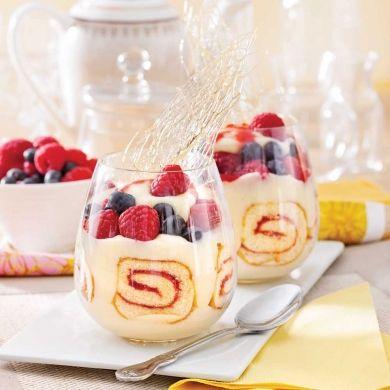 Verrines au gâteau roulé et petits fruits - Desserts - Recettes 5-15 - Recettes express 5/15 - Pratico Pratiques - Noël - Dessert