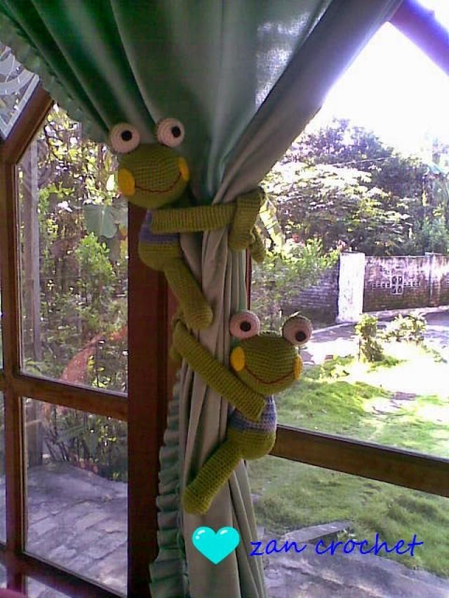 20 Free Patterns for Crochet Curtain Tie-Backs: Frog Curtain Tie-Back Free Crochet Pattern