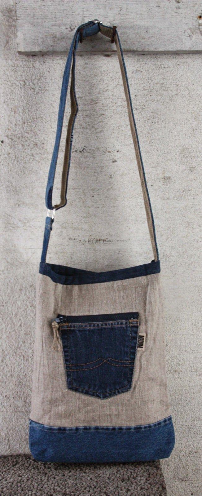 3 vesker laget for over ett år siden.   Sydd av naturlin og resirkulerte jeans.   Alle har bomullsfòr, innvendig lomme og magnetl...