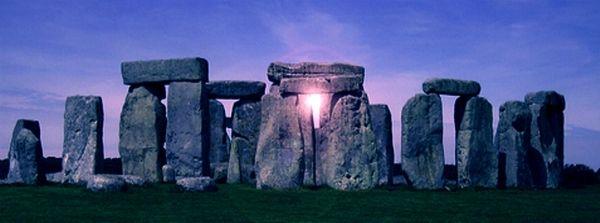 Porque se trata del momento en que la tierra está más inclinada con respecto al sol, y por ello recibe menos luz.El solsticio de invierno es el día más corto del año. Este momento era considerado ...