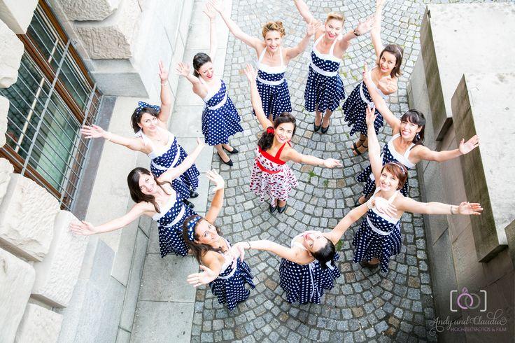 Fotoshooting beim Junggesellinnenabschied in München  http://www.wedding-exchange.de/2015/10/01/fotos-beim-junggesellinnenabschied-von-violeta-in-muenchen/