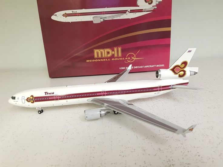 JC Wings 1:200 MD-11 Thai Airways HS-TMD Ref: XX2945 (with stand) #JCWings